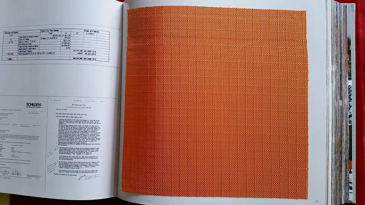 N.Y. Gates Buch von Christo mit Stoff.jpg